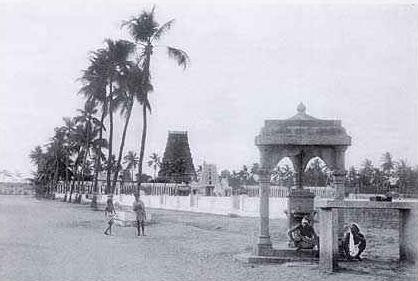 Kapaleeswara Temple tank and gopuram (1906)