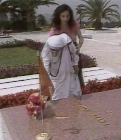 Mother Teresa at Enver Hoxha's tomb in Tirana.